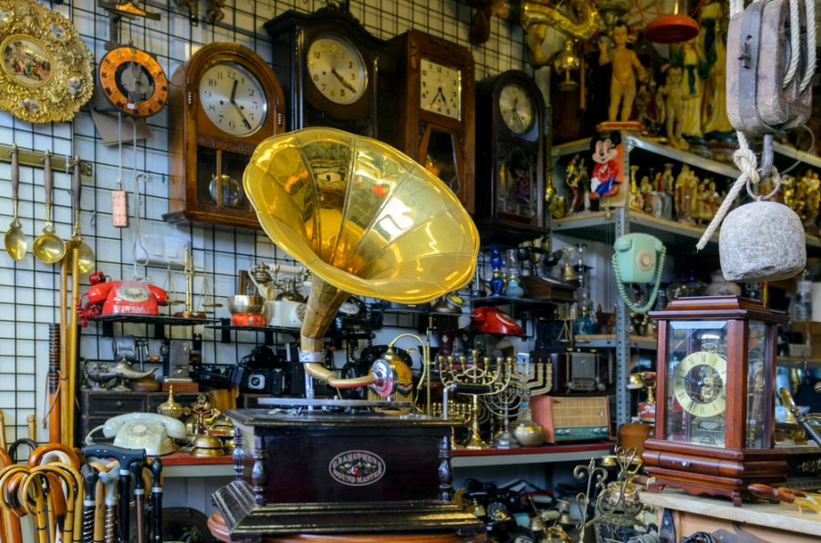 4 Types Of Local Shops To Visit For Entertainment When Traveling